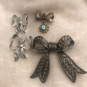 Jewelry - 4 BOW pins